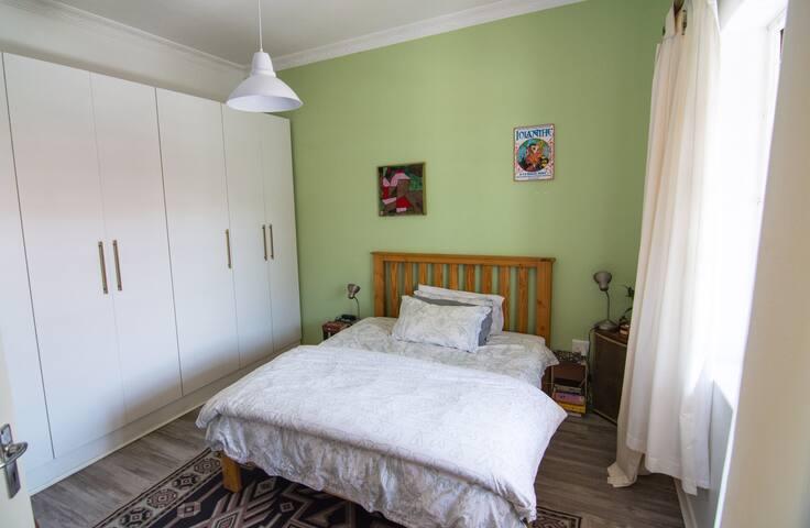 Master Bedroom (Queen)