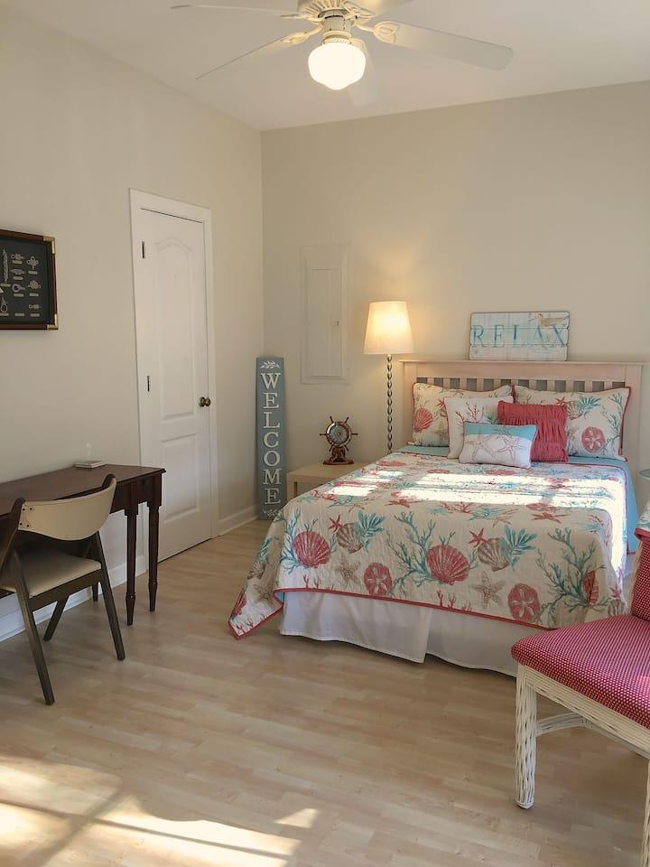 Beachy Private Room in Quiet Neighborhood
