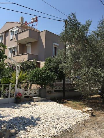 Altınoluk Narlıaltı mevkii triplex villa