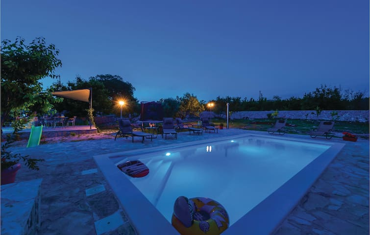 Holiday cottage with 3 bedrooms on 74m² in Vinovo Donje