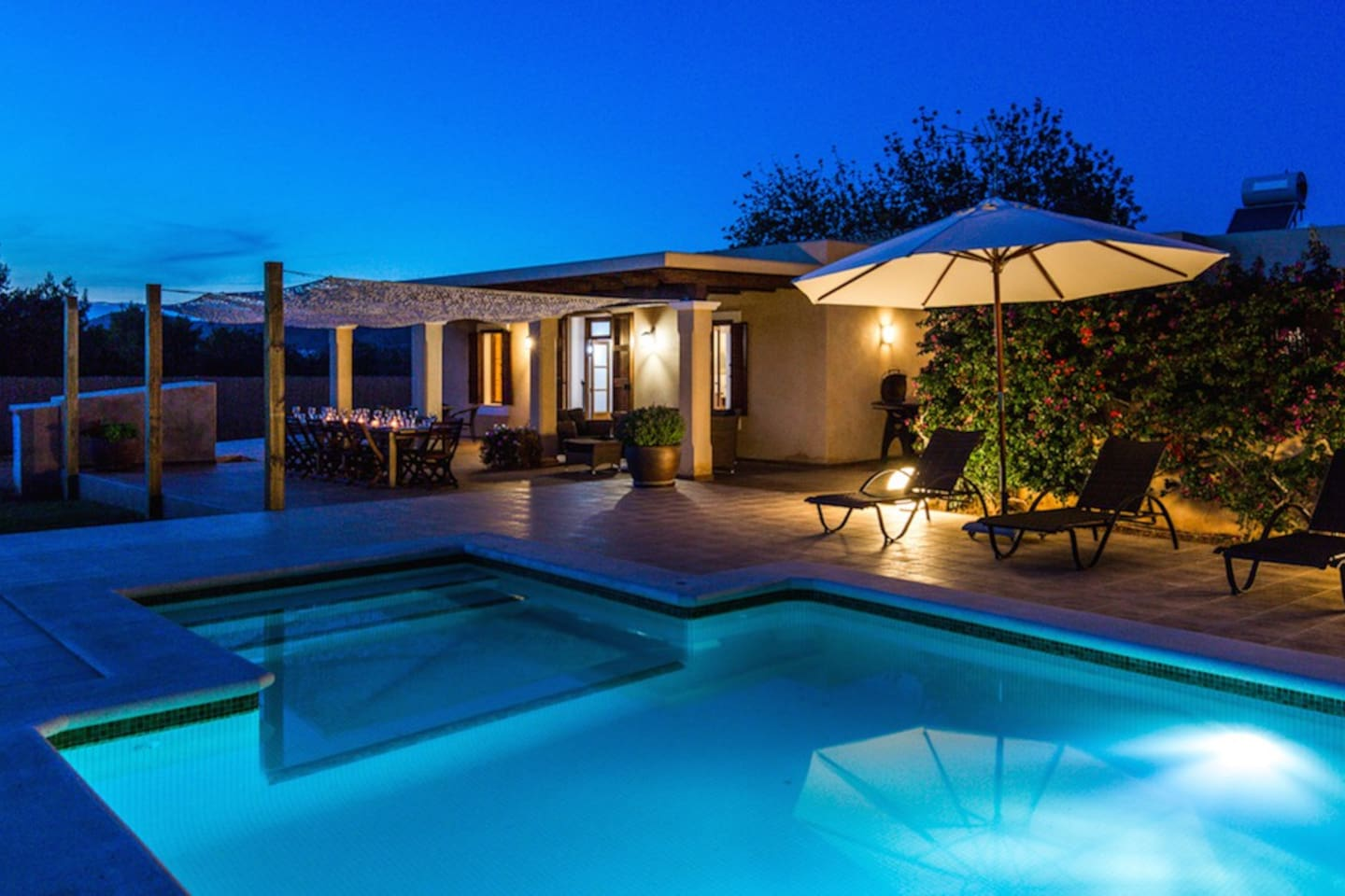 Enjoy the atmosphere at our swimming pool at night