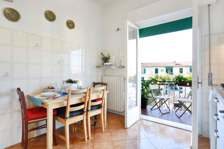 Private Flat/WI-FI/Easy walk to historic center - Florenz - Wohnung