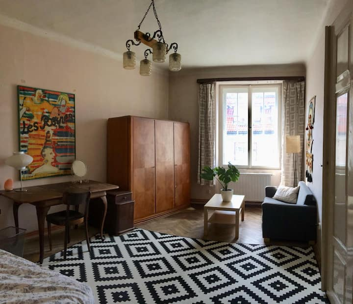 Large, vintage chic room in the Center