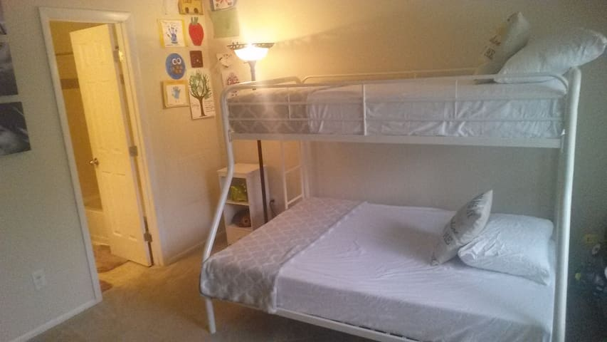 Nice Comfortable Room close to shopping/eating - Bowie - Apartment