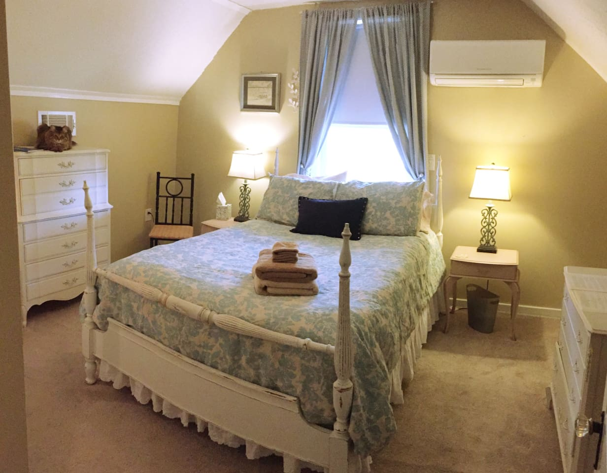 Full size bed with two bedside tables and lamps. Personal A/C to control the temperature in the room.