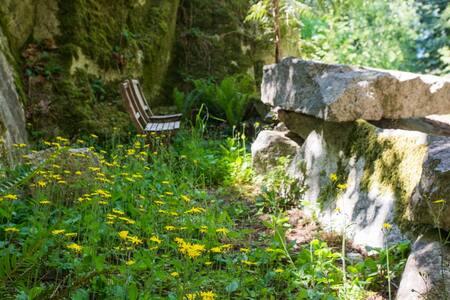 Inlet Hideaway 'Creekside' suite - Sechelt