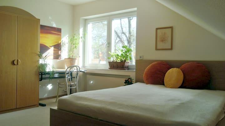 Zimmer/eigenes Bad für Paare oder einzelne Frau
