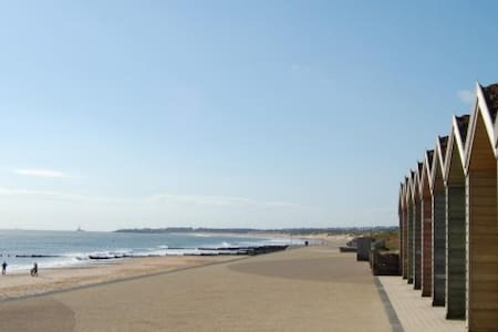 Stunning 2 Bed Flat on NE Coast near Park & Beach