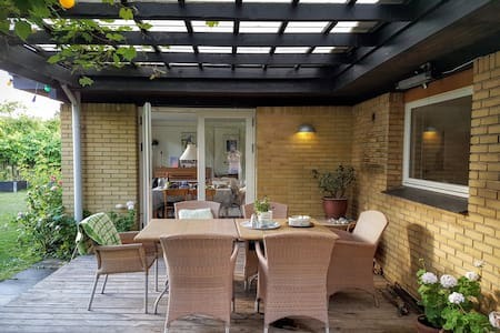Cats & garden, big family home 20 mins from CPH - Dragør
