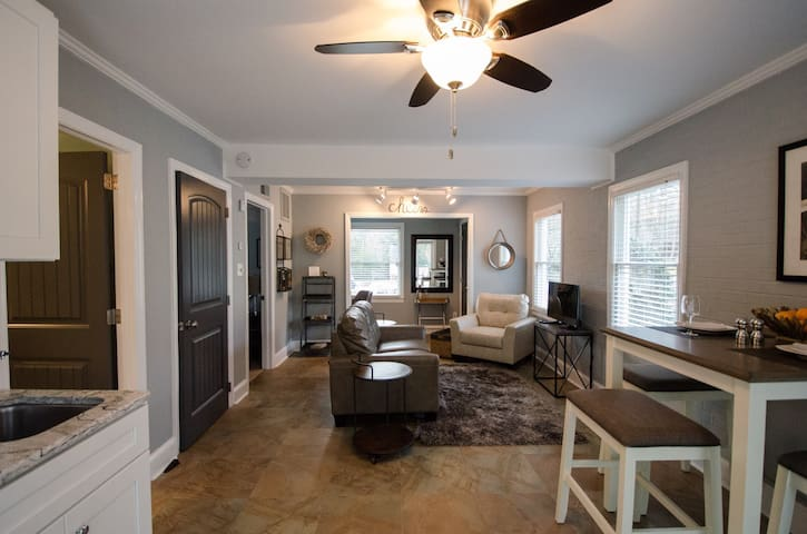 Upscale Apt in Sought-After North Hills - Raleigh - Leilighet