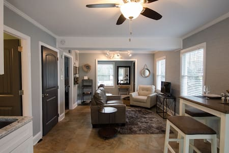 Upscale Apt in Sought-After North Hills - Raleigh - Wohnung