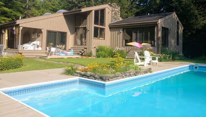 Cozy, private, spacious 3 bedrooms, 4 beds in VT.