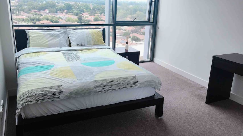 Sunny great views bedroom with free parking