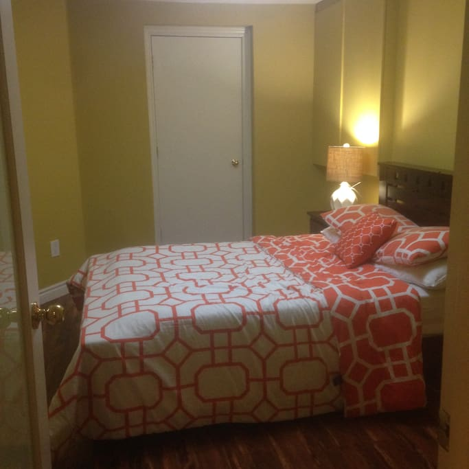 Bed room with 1 bed