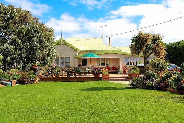 Green Ponds Guest House & Cottage (Both : Group)