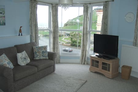SEAGULLS LOFT - Stunning Views Out To Sea