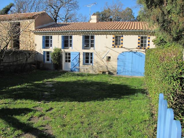 Charmante maison de campagne provençale