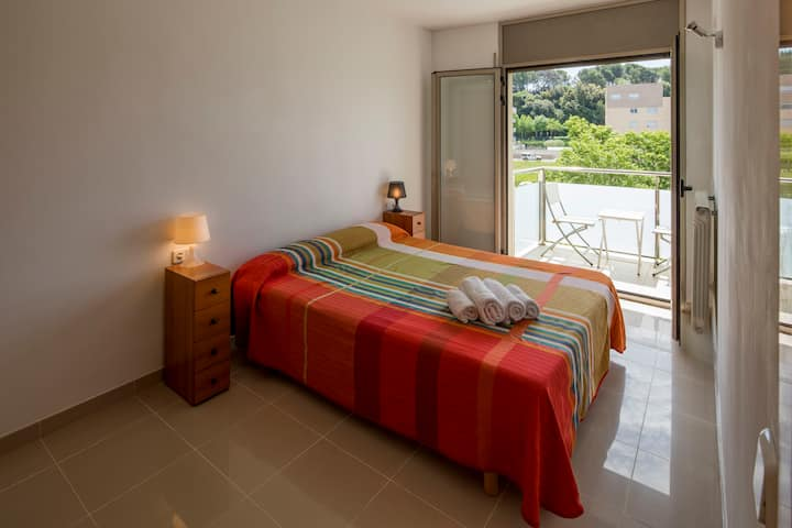 Apartment in Girona with private parking