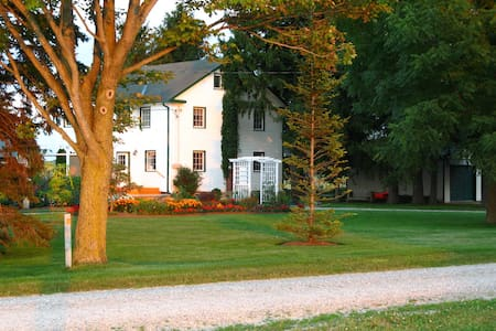 Peaceful farm house retreat - New Hamburg
