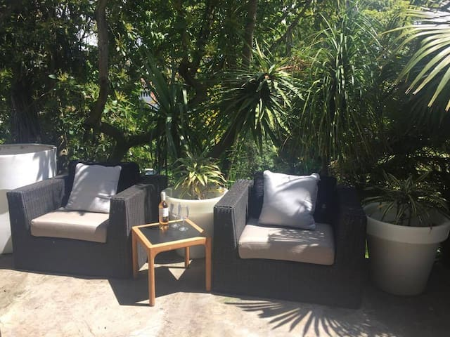 Parnell tranquil B&B close to every thing - Auckland - Bed & Breakfast