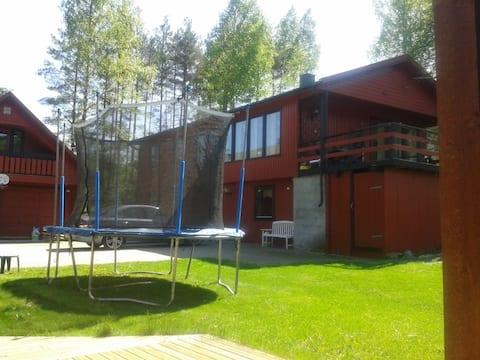 Eget hus for 11 personer ved en lekeplass