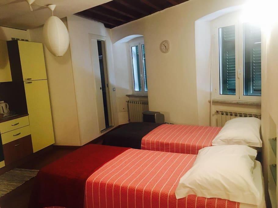 stanza da letto con letti singoli