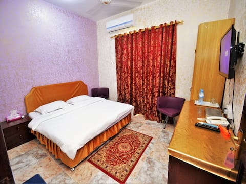 Small Double Room in Sur hotel near bus Station