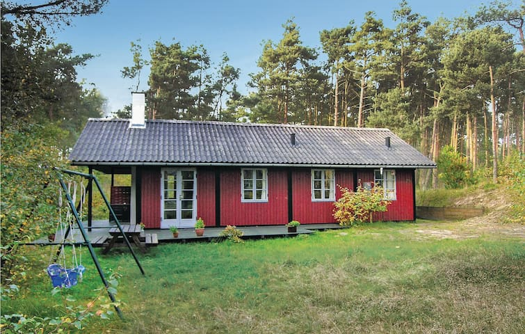 Holiday cottage with 3 bedrooms on 56m² in Aakirkeby