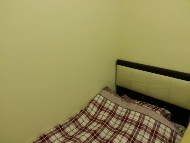 Causeway Bay room for 1 person w lift ! (24b)