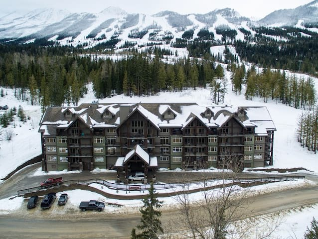 KICKING HORSE ON MOUNTAIN 1 BR CONDO-SKI IN/OUT