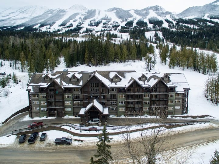 Kicking Horse Golden BC 1 BR on Mtn condo for 4