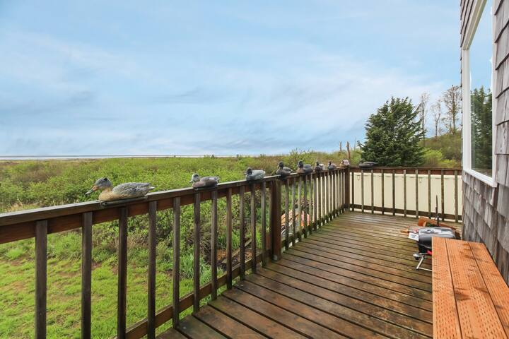 Very rustic retreat with a secluded location and great ocean views!