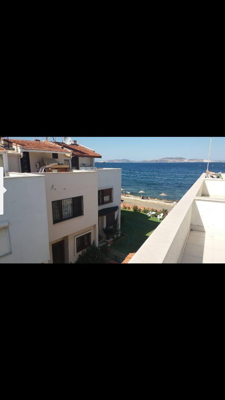 Denize sıfır tripleks villa