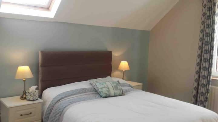 Very Comfortable Double Room in a great location!