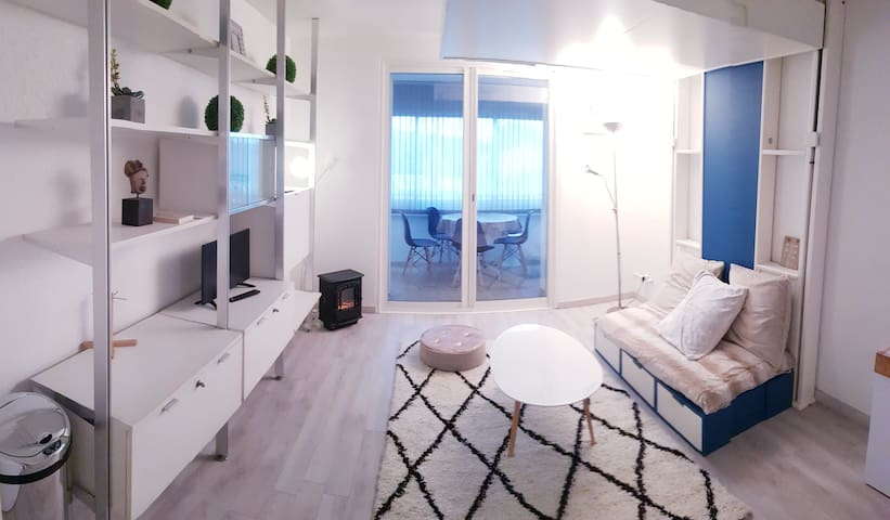 Sweet modern private appartment 1km from the beach