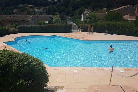 2 pièces avec jardinet et piscine - Auribeau-sur-Siagne - Appartement