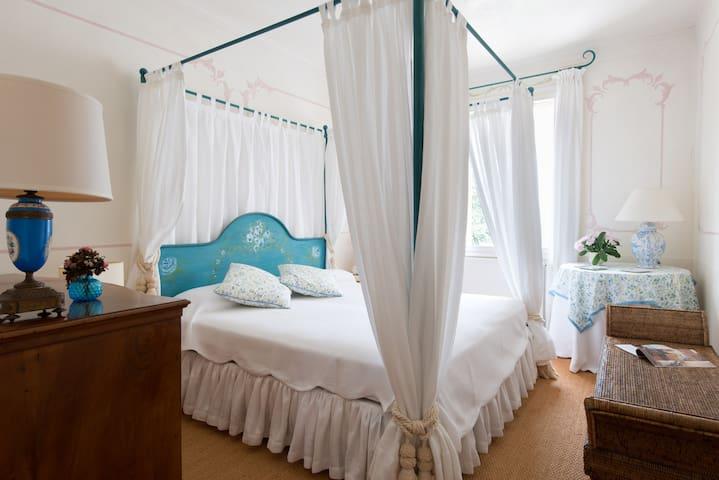 Camera matrimoniale in Beretta, dependance della Villa.
