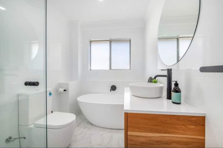 Merewether 2 bedroom Apartment - Central location