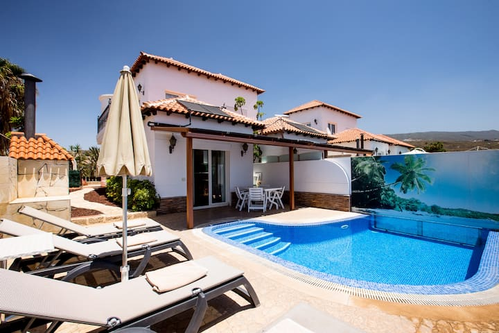 Villa en Chayofa with heated pool, South Tenerife