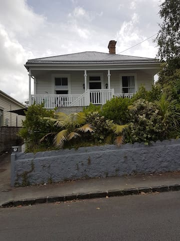 Welcoming private room in Ponsonby villa - Auckland