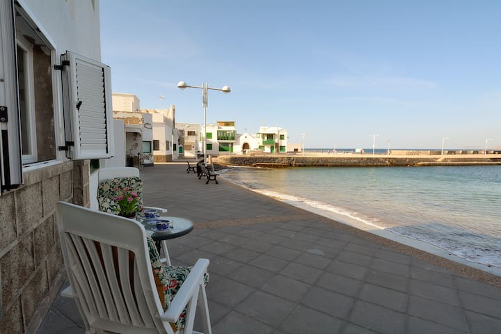 Top Famara 2 meters from the Beach! - Caleta de Famara - Casa
