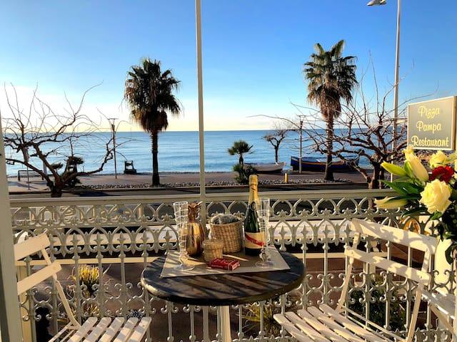 Front de mer - Charmant 2 pièces vue panoramique