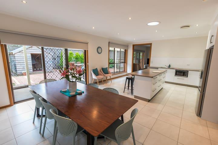 Bella House - Luxurious accommodation & location