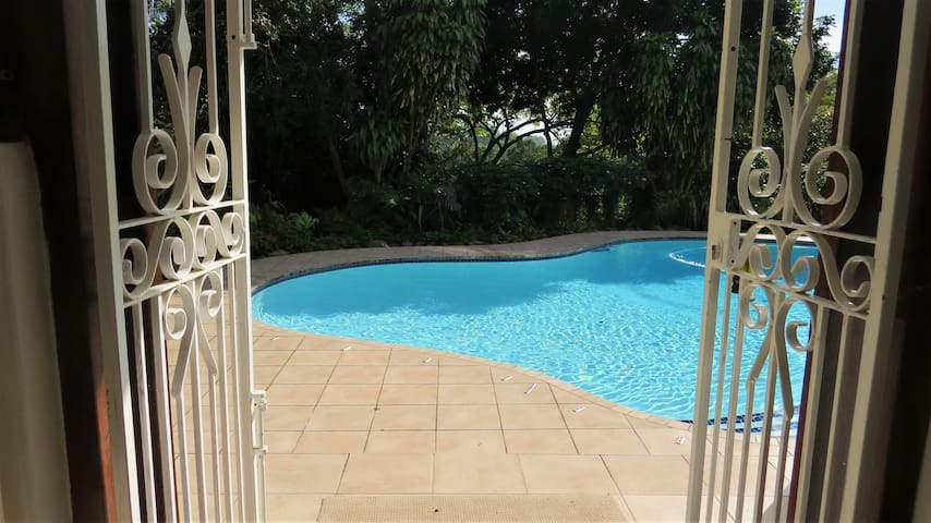 The Pool Cottage : Private and safe in Cowies Hill