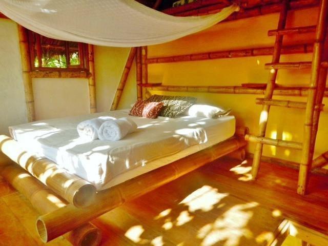 VANUATU - Bamboo Bungalows