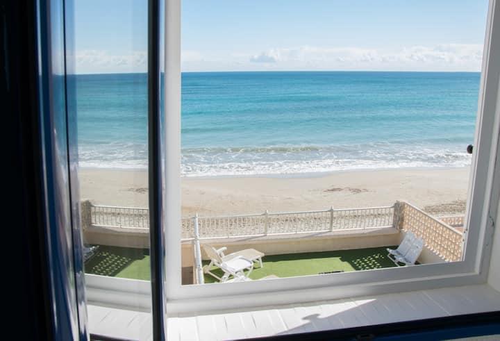 Дом в Испании, с видом на море, на пляже. Wi-Fi.