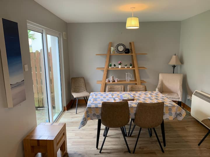 Lahinch holiday home:7 min walk to beach.
