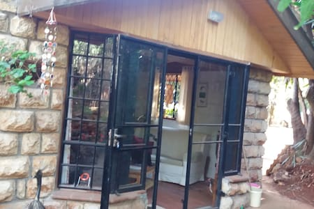 'Granny Flat' in peaceful tree filled location - Nairobi - Hotellipalvelut tarjoava huoneisto