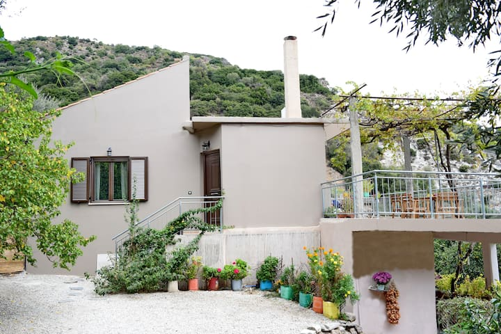 'Villa Portreto' Explore the unique Cretan nature!