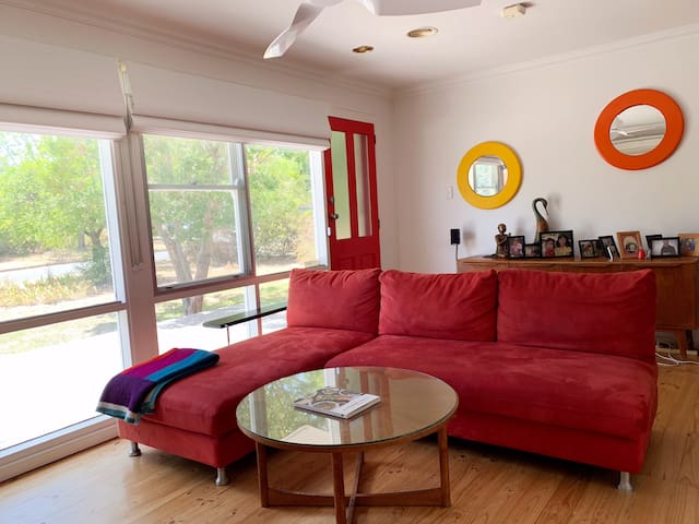Serene, retro family home 8 minutes from the city!